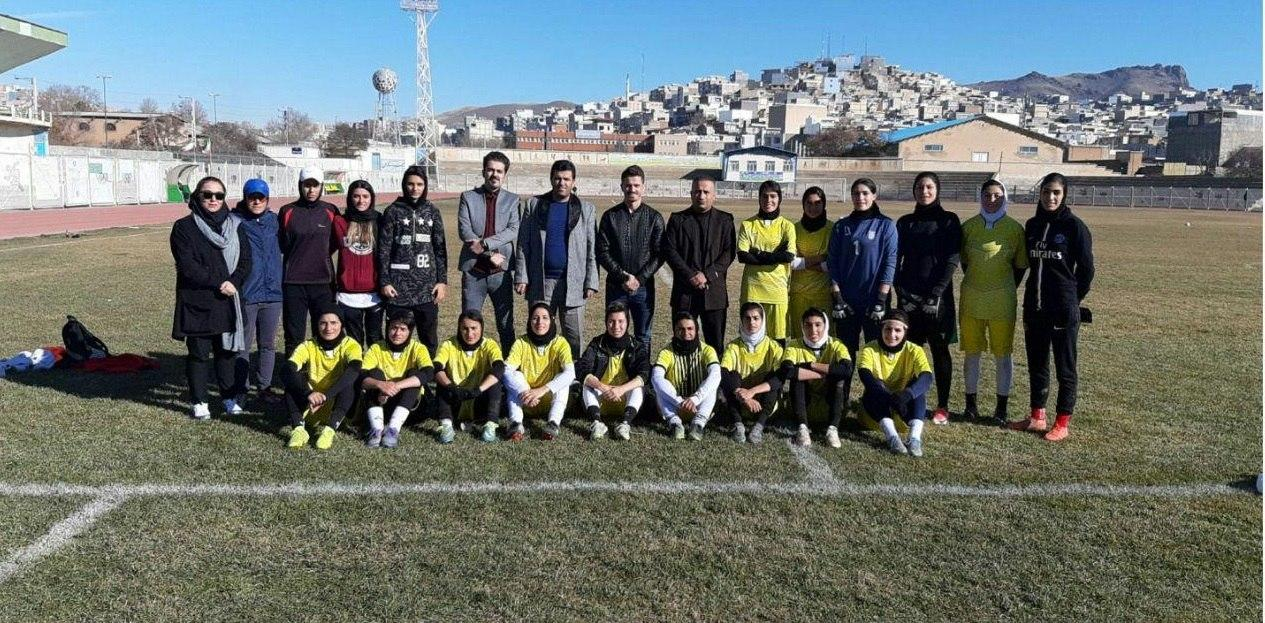وریا غفوری در تمرین تیم لیگبرتری زنان کردستان