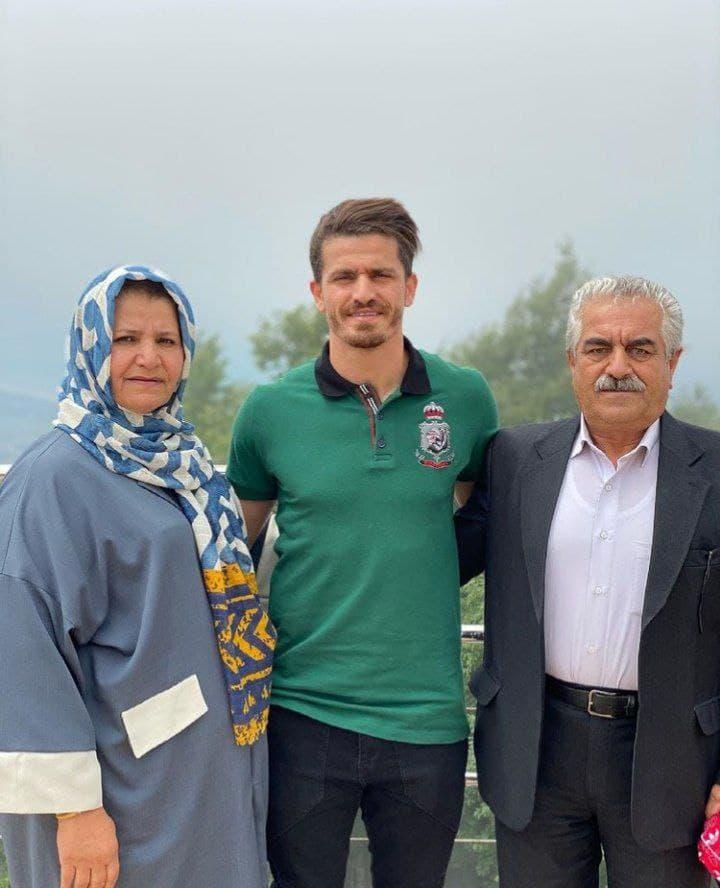 عکس وریا غفوری به همراه پدر و مادر در خرداد 1400